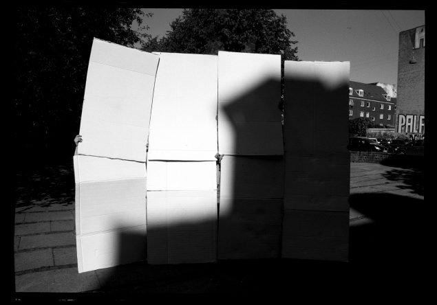 E.B. Itso: Fantom Skygger(Allotria Bazoka Den Lille Fjer, 2020. Pressefoto.